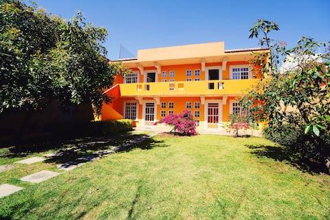 Safe and beautiful apartment! Garden/parkingInside