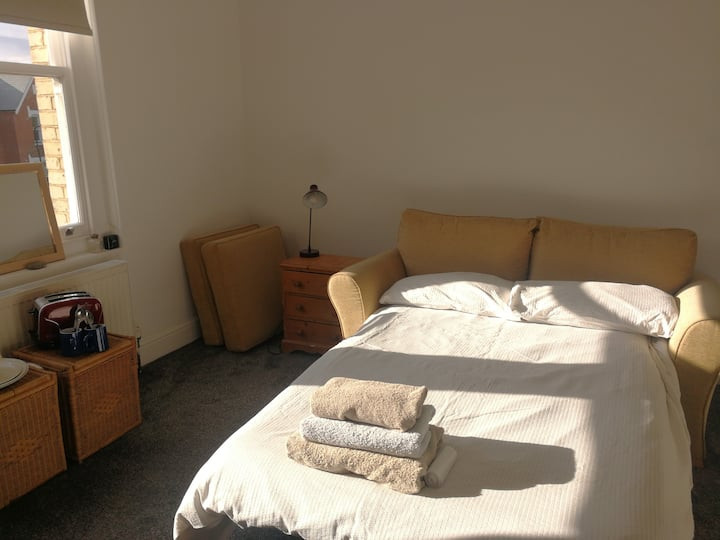 Self-contained big ensuite,  25 mins central Ldn