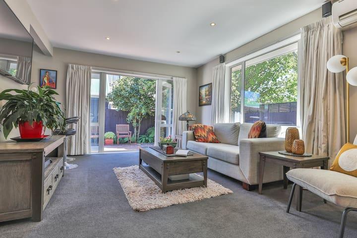 Classic Kiwi home, tranquility in Avonhead. 出行极便利。