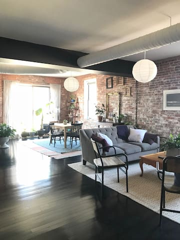 1 BR Downtown Loft w/ Historic Character