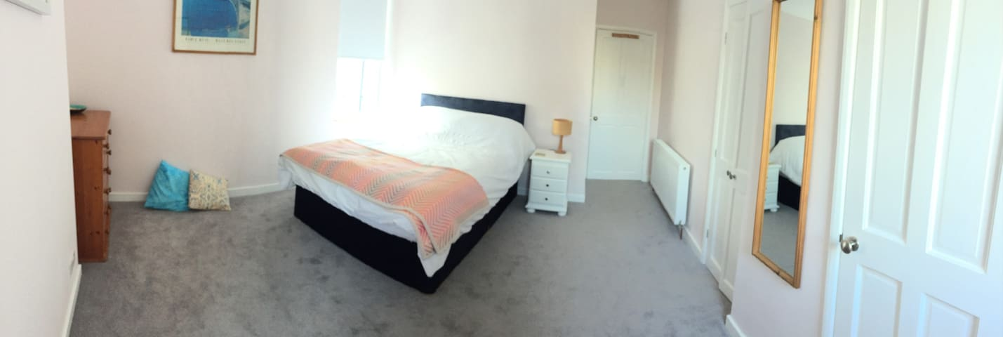Spacious Comfortable Bedroom with Ensuite WC - Teignmouth - Appartement