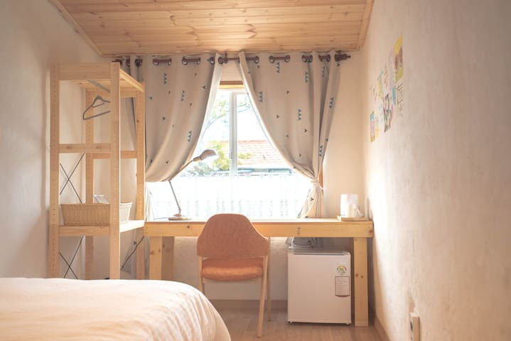 Cozy single room with ocean view - Andeok-myeon, Seogwipo - Bed & Breakfast