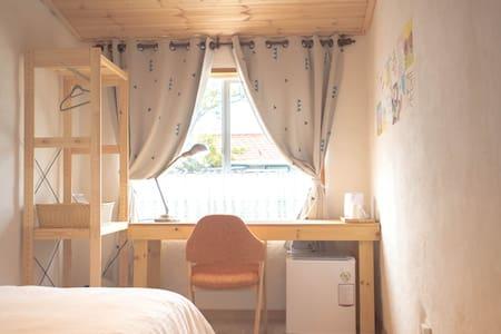 Cozy single room with ocean view - Andeok-myeon, Seogwipo - Oda + Kahvaltı