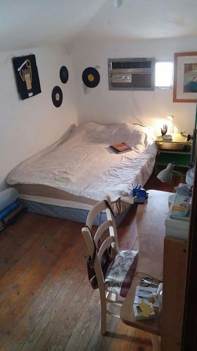 Double bedroom, new mattress.