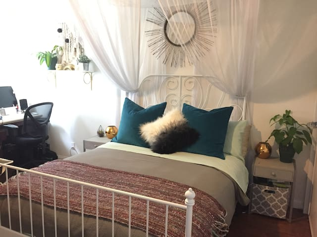 Cozy & Inviting - Perfect Location! - Los Angeles - Lejlighed