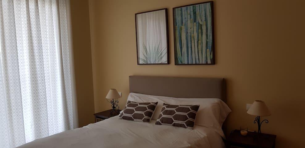 Luminosa habitación principal