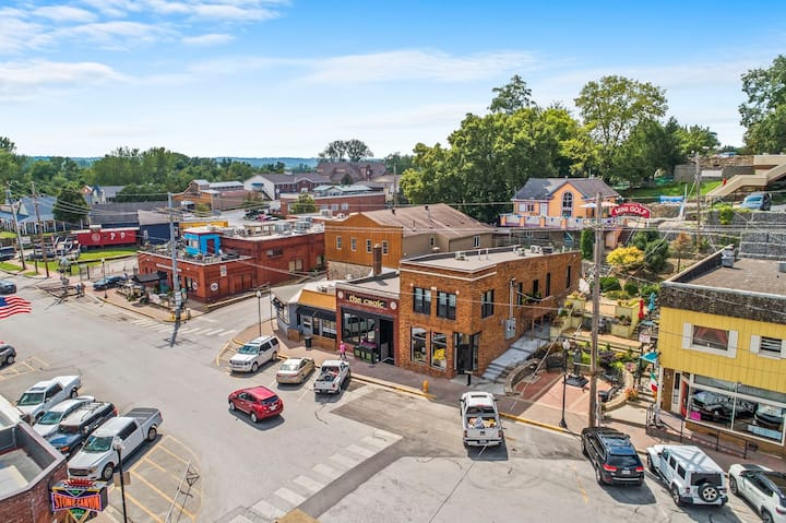 ★3 Luxury lofts★ on Historic Main Street Parkville