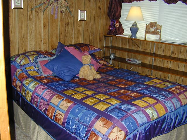 Queen bed with large closet.