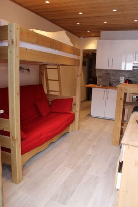 Modern but cosy studio  - sofa bed for 2 with single bed overhead