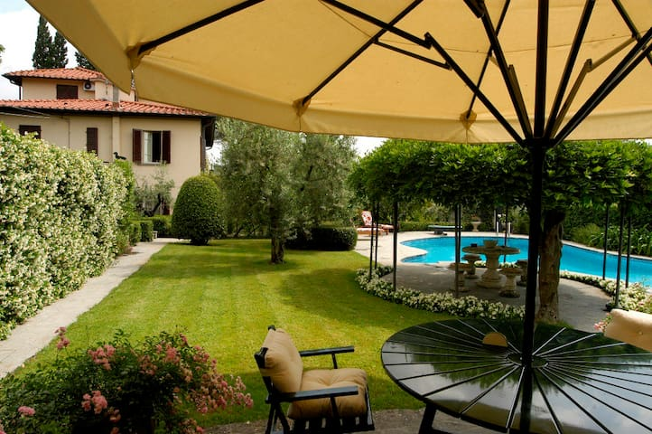 2Bedr apt. in Villa with pool&patio - Lastra a Signa