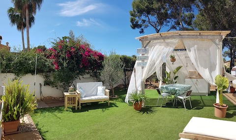 Cozy Room with private garden near the sea.