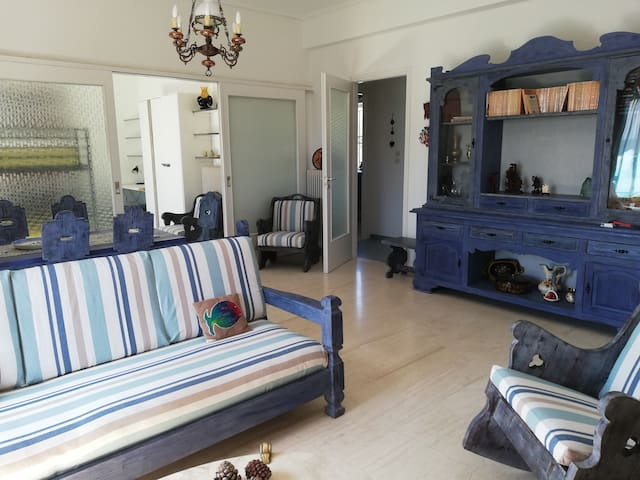 Athina  Cottage in Lagonisi (1st floor)