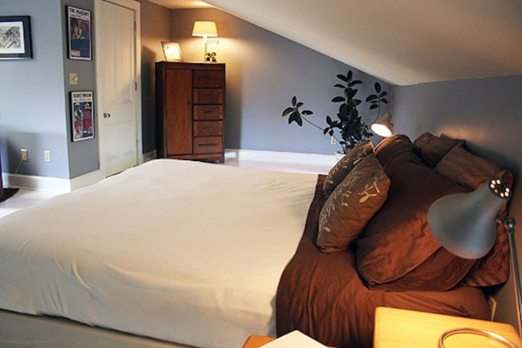King size bed & vaulted ceiling set the mood