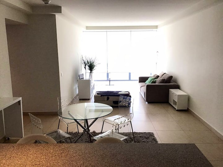 Stay in big 2 bed&bathroom apt w awesome 35th view