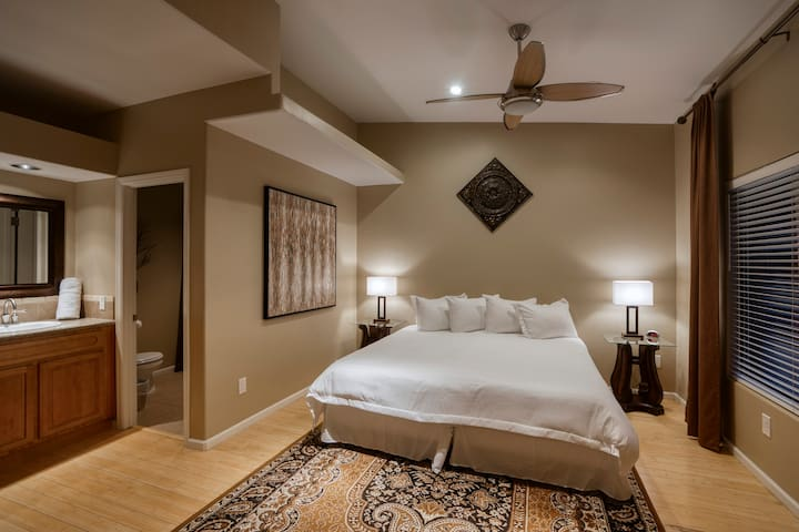 Bedroom 4- 1 king or 2 twin beds (your choice)