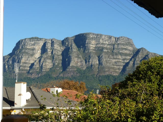 @21 ... view of the mountain, Claremont, Cape Town