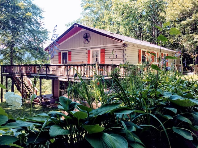 Secluded Retreat - Log cabin in Ashe County, NC