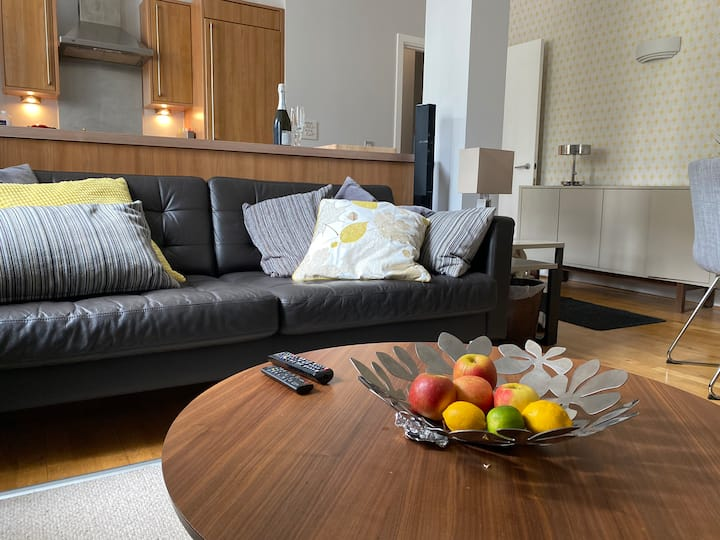 Touch of luxury near Old City - parking available