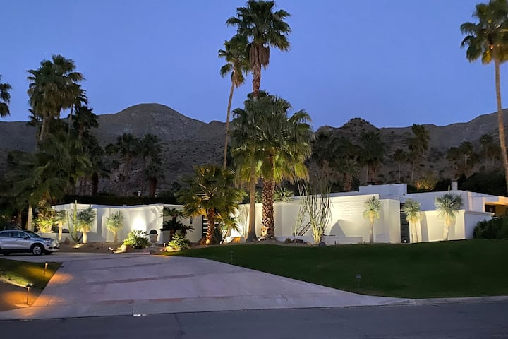 Canyon House! Hollywood Glamour Meets Desert Cool!