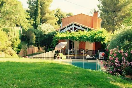 Villa indépendante au calme avec piscine - Pourrières - 獨棟