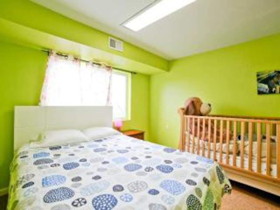 crib + queen bed (bedroom 2)