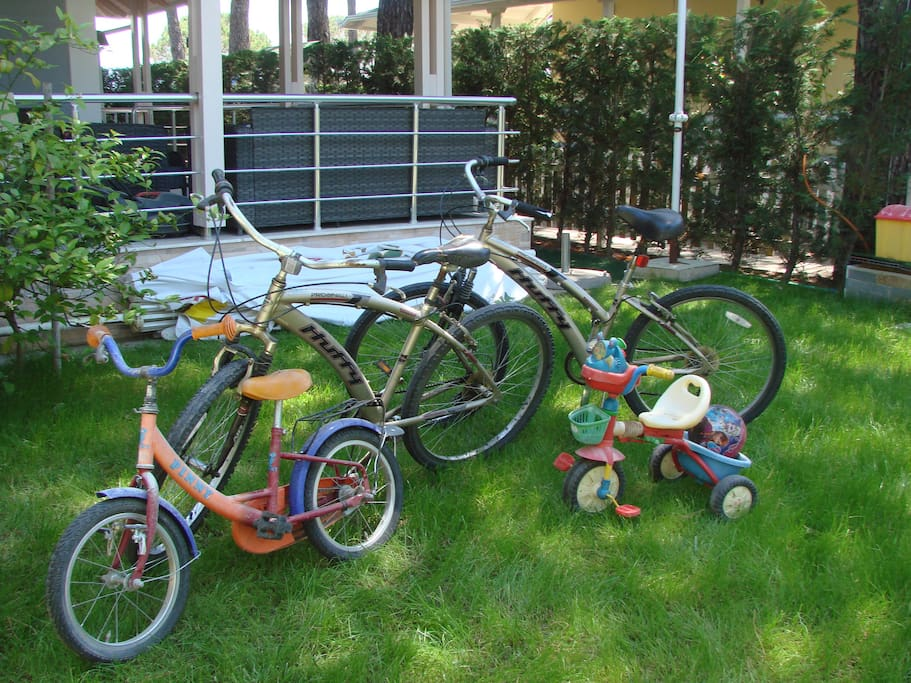 View: Bycycles on the garden, available for the guests
