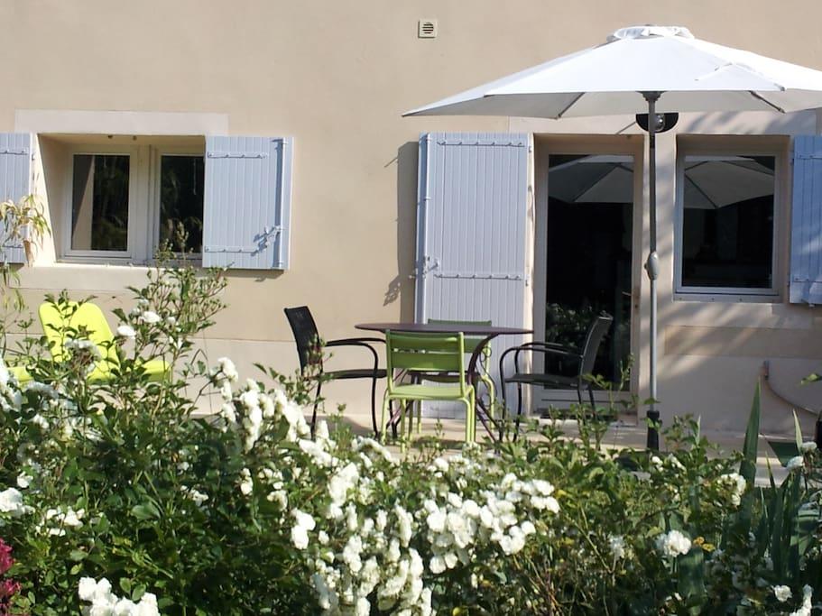 La terrasse pour un déjeuner au soleil