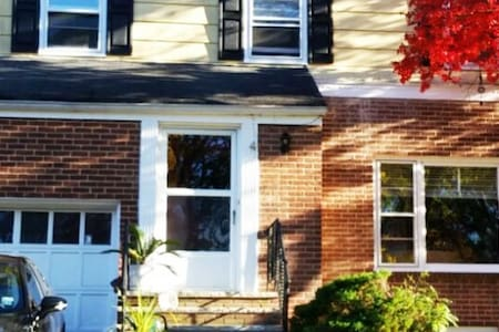 Easy living...impressive spacious 3 bdrm home. - Maplewood