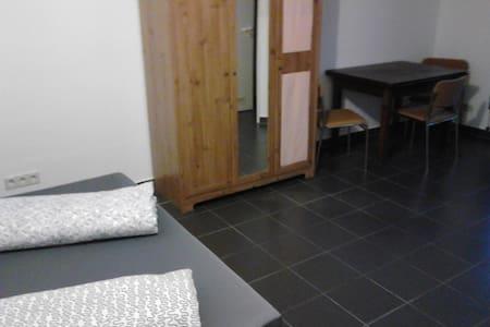 1 - Zimmer - Appartement - Oftersheim - Apartamento