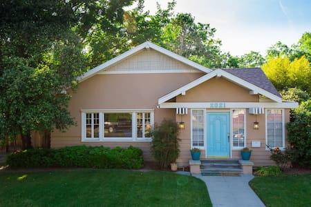 Bohemian Craftsman Downtown Home - Bakersfield - Talo