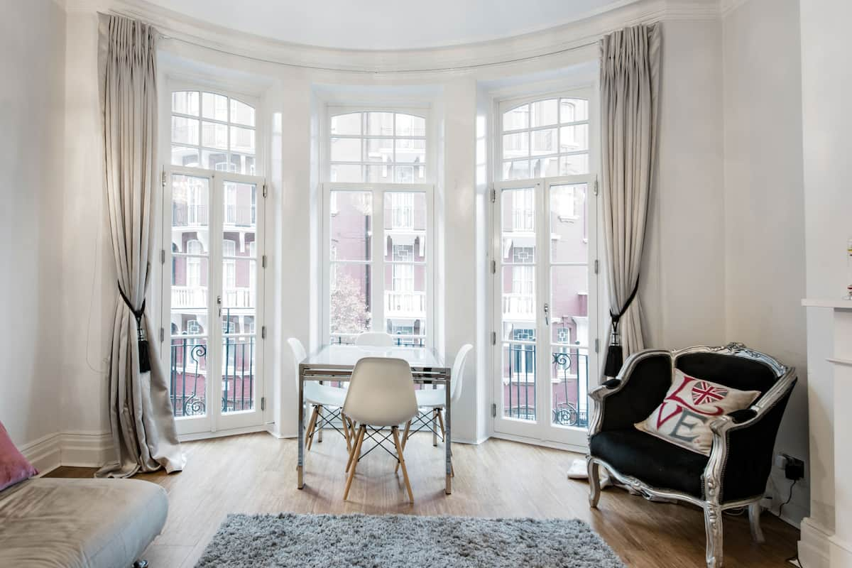 Central London, Stylish, Modern Victorian Mansion Flat