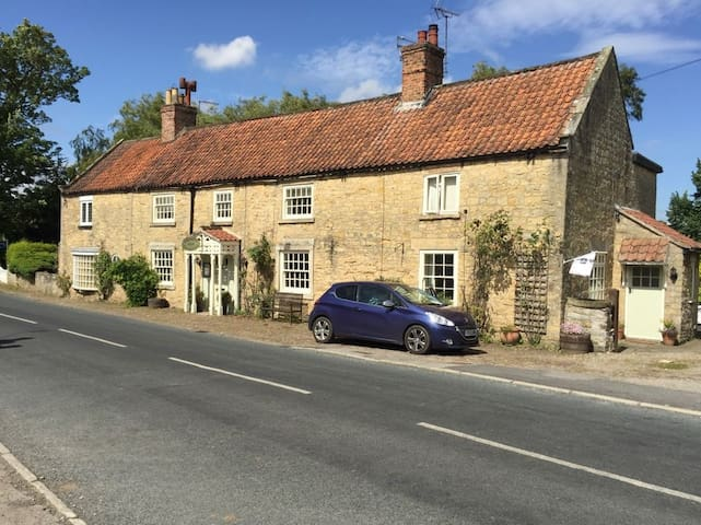 Coxwold Tearooms B&B and Holiday cottage