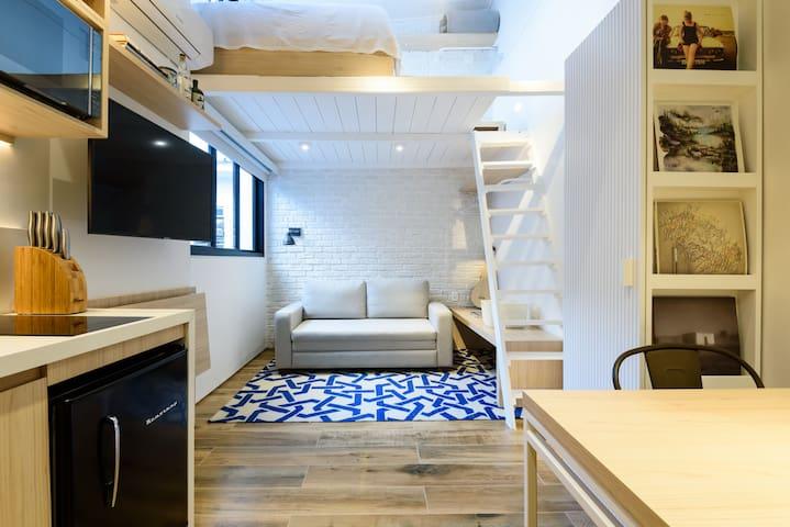Studio de design com mezanino no Leblon