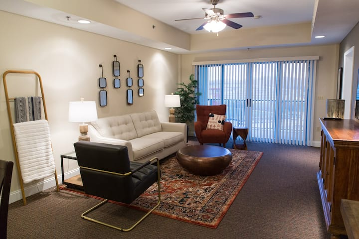 Style and Comfort - 3 BR/3 BA Condo at BMS