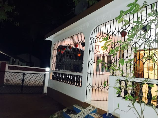 2bhk Independent Beach Villa In Candolim - Candolim - Villa