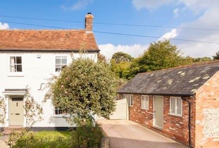 Private Annexe in Hurstbourne Tarrant