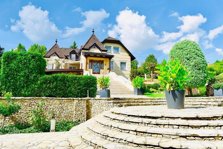Paulina's Palace