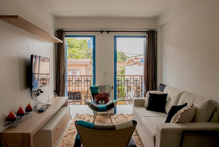 Apartamento com 2 quartos e vista para rua principal de Guaramiranga. (206 Itaúna II)