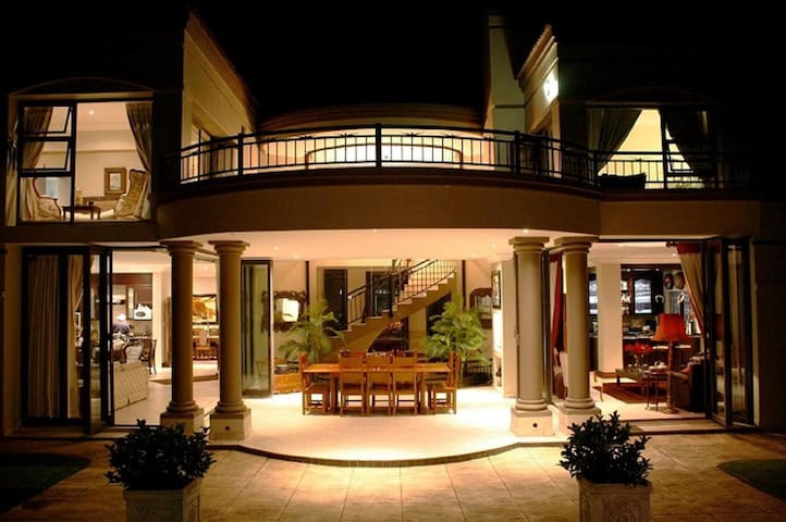Casa Flora is an above average, 4-Star rated