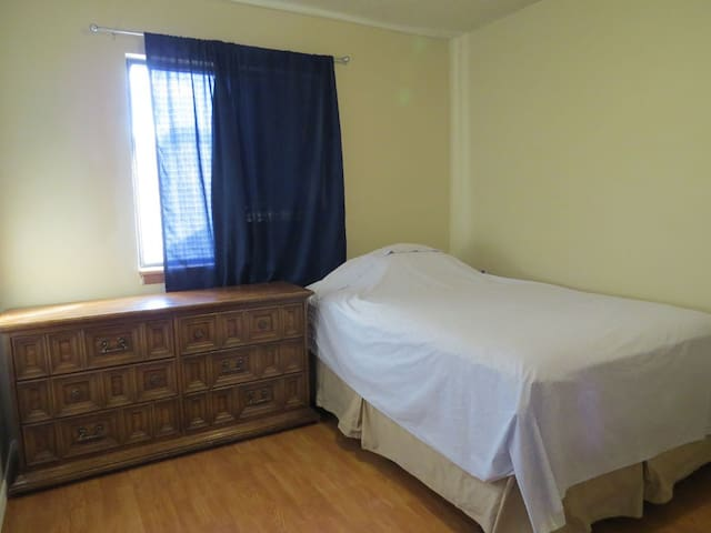 Clean 2 Br/1 Bath Apartment for rent