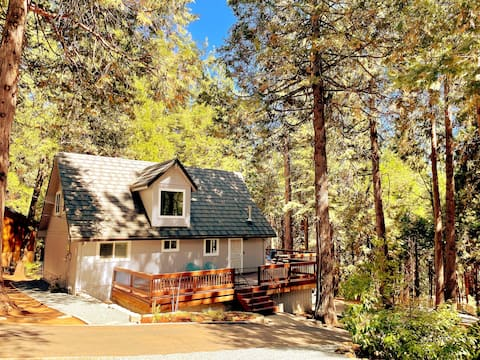 Charming Tranquil Cabin w/ Hot Tub! (NEW LISTING)