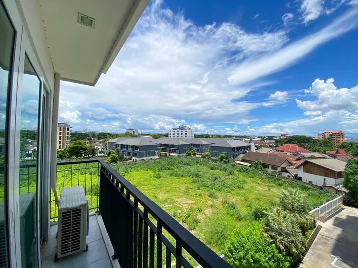 清迈市中心PRIO五星级豪华公寓两室一厅,尚泰购物商城旁,步行可至商场、夜市;近古城,宁曼路!