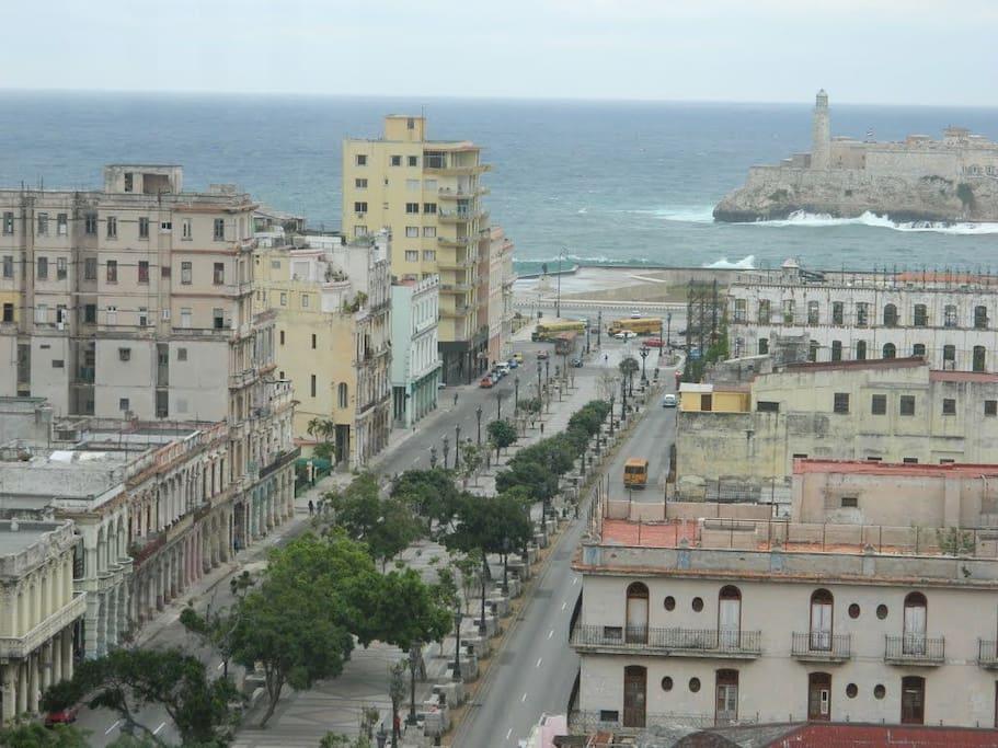 A sólo 50 metros del Paseo del Prado y Malecón