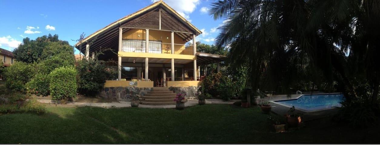 Hermosa casa en La Vega - La Vega - Rumah