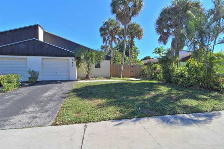 UPGRADED HOME 15 minutes from Atlantic Ave & Beach