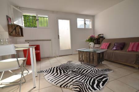 Studio dans maison en banlieue à 20 mn de PARIS - Sainte-Geneviève-des-Bois