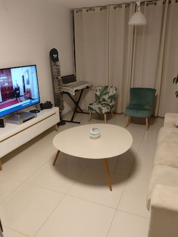 Private room in a cozy apt. near TLV airport