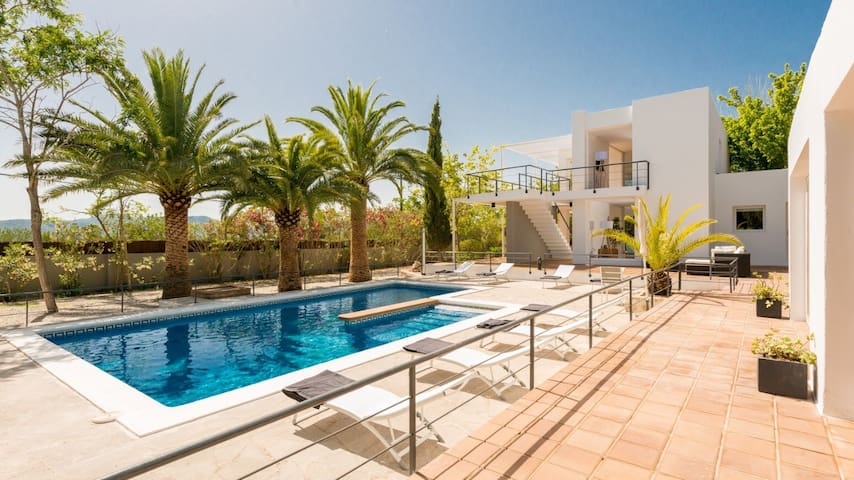 Luxury Villa Near Ibiza Town - HOT OFF THE PRESS!! - İbiza - Villa