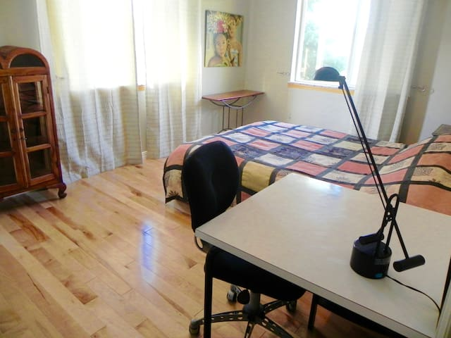 Charming room near open Space in North Boulder