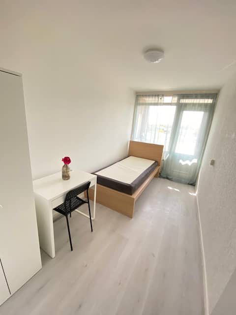 BIG Room ONE PERSON in Rotterdam | Slinge